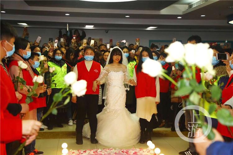 一个人的婚礼:白血病女孩一年半后离世