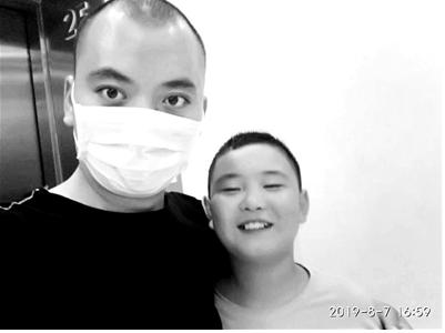 十岁男孩救父亲疯狂增重30斤,只为捐献骨髓