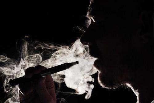 因吸电子烟,18岁小伙肺部如同70岁老人