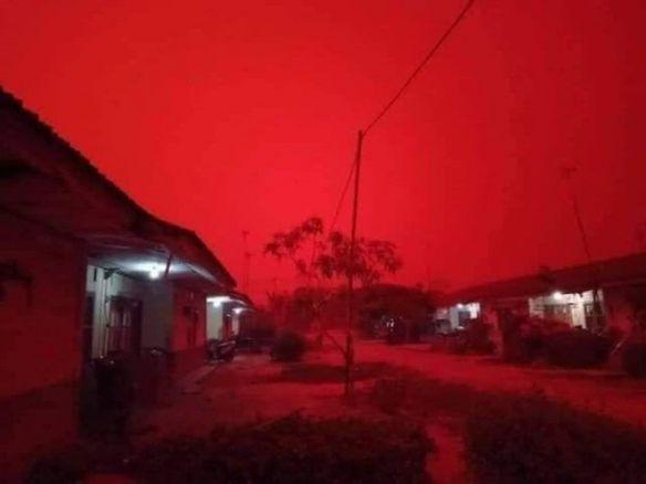 印尼大气污染严重,惊现血红色天空,宛如地狱